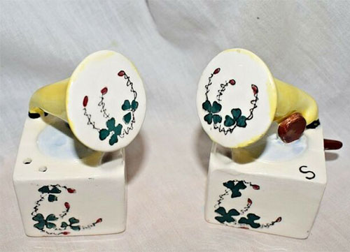 napco-salt-and-pepper-shakers-phonograph