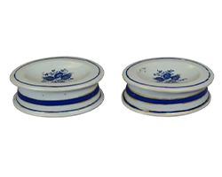 Pair-of-18th-century-Chinese-Porcelain-Salt-Cellars