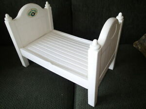 cabbbage-patch-kids-wooden-dolls-bed